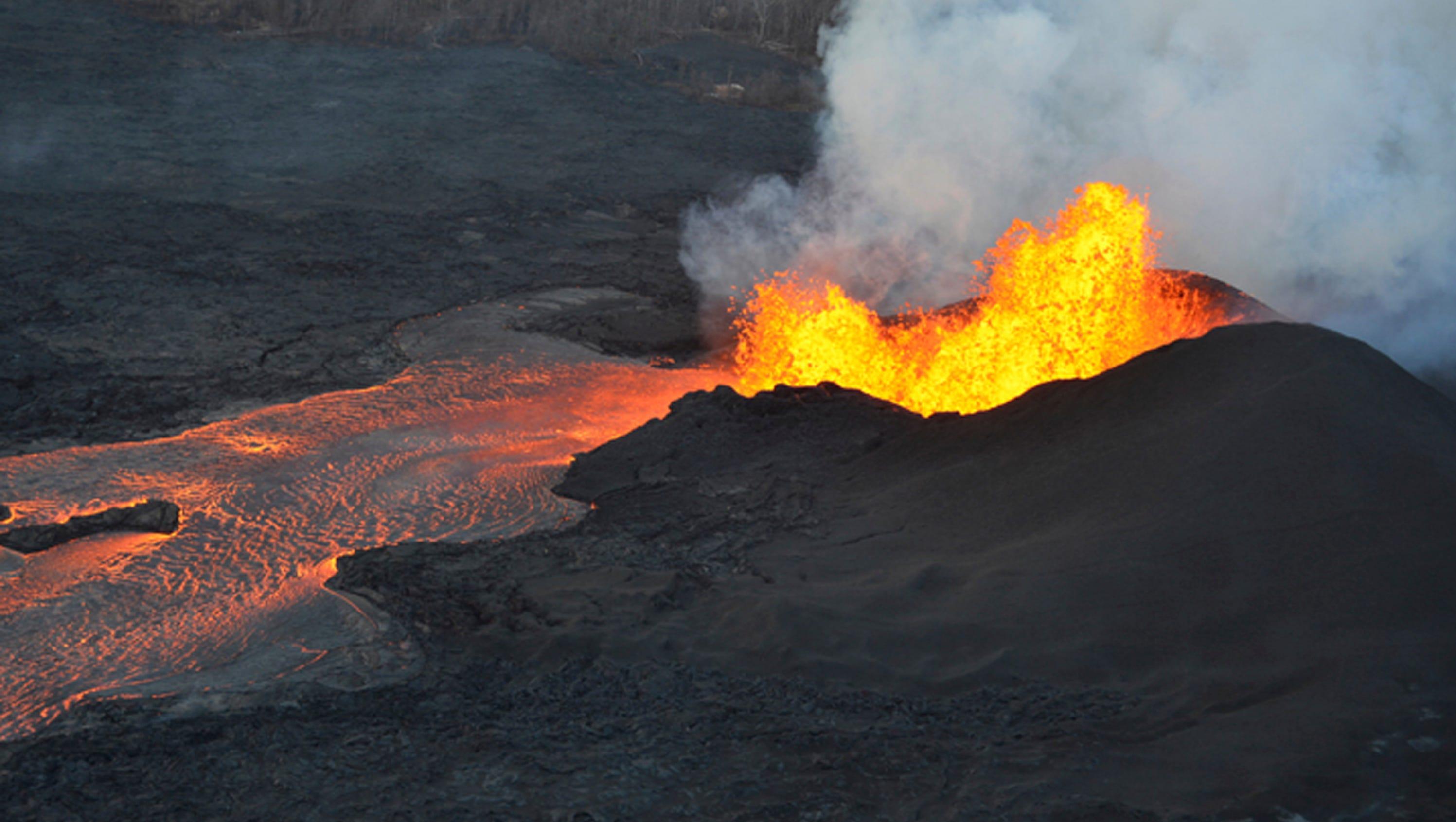 Hawaii Volcano  Are Green Crystals  U0026 39 Raining U0026 39  Down From
