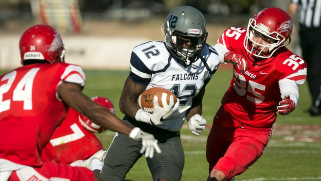 Lackawanna (Pa.) College wide receiver Jerrod Diggs runs with the ball against Mesa Community College at the Valley of the Sun Bowl in Mesa on Saturday, Dec. 3, 2016.