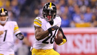 Pittsburgh Steelers running back Le'Veon Bell (26) carries the ball against the Indianapolis Colts in the first half at Lucas Oil Stadium.