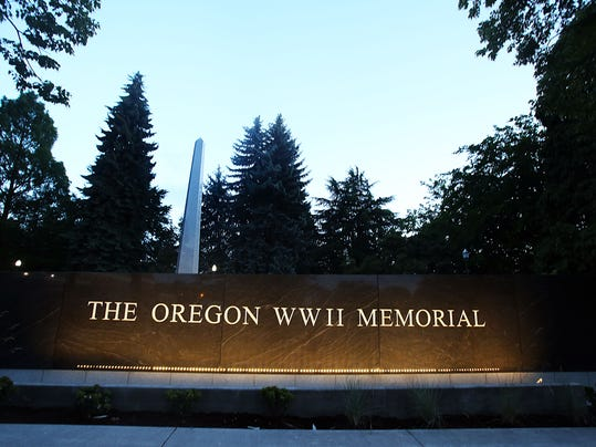 SAL0601-Forward This WWII Memorial lede option