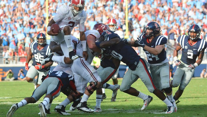 Alabama quarterback Jalen Hurts (2) rushed for 146 yards and helped the Crimson Tide control the ball for 35:23 on Saturday.