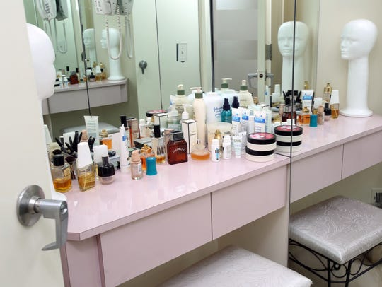 The make-up room that women can use after the mikvah