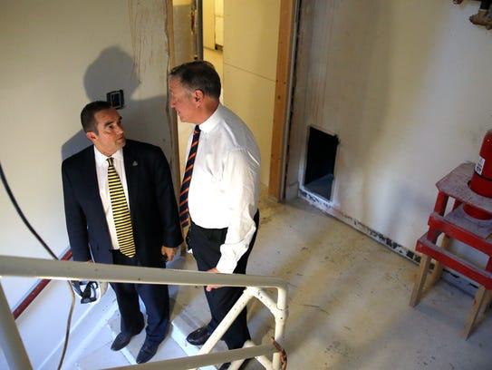 Green Bay Mayor Jim Schmitt talks with Paul Swanson,