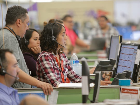 Verizon customer service representatives take calls in Spanish at the company's East El Paso call center, which handles 75 percent of the giant wireless phone company's calls from Spanish-speaking customers. It now also is doing online chats in Spanish.