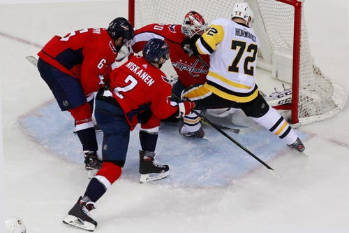 Penguins lose Dumoulin, apparent goal in loss to Capitals
