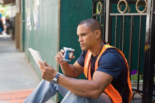 A construction worker who reads while on break? Dibs! (Photo: Jupiterimages/Getty Images/Creatas RF)