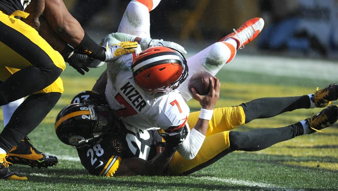 Dec 31, 2017; Pittsburgh, PA, USA; Pittsburgh Steelers safety Sean Davis sacks Cleveland Browns quarterback DeShone Kizer in the first quarter at Heinz Field.