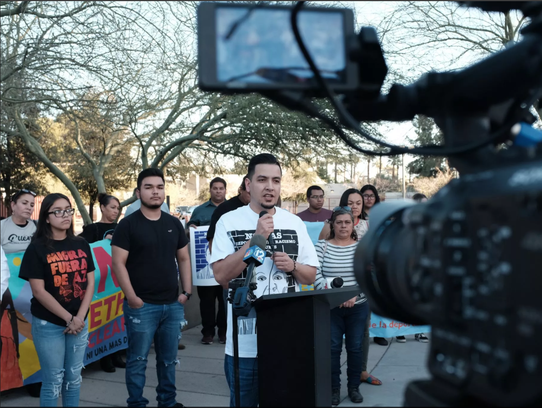 El esposo de Guadalupe García de Rayos habla con reporteros
