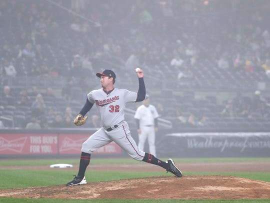 Minnesota Twins pitcher Zach Duke (32) delivers against