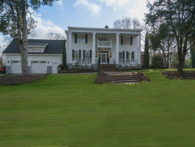 The Bama Bed and Breakfast offers a tailgate package,