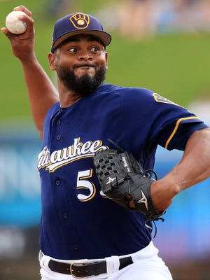 Brewers reliever Jhan Mariñez delivers a pitch during a spring training game.