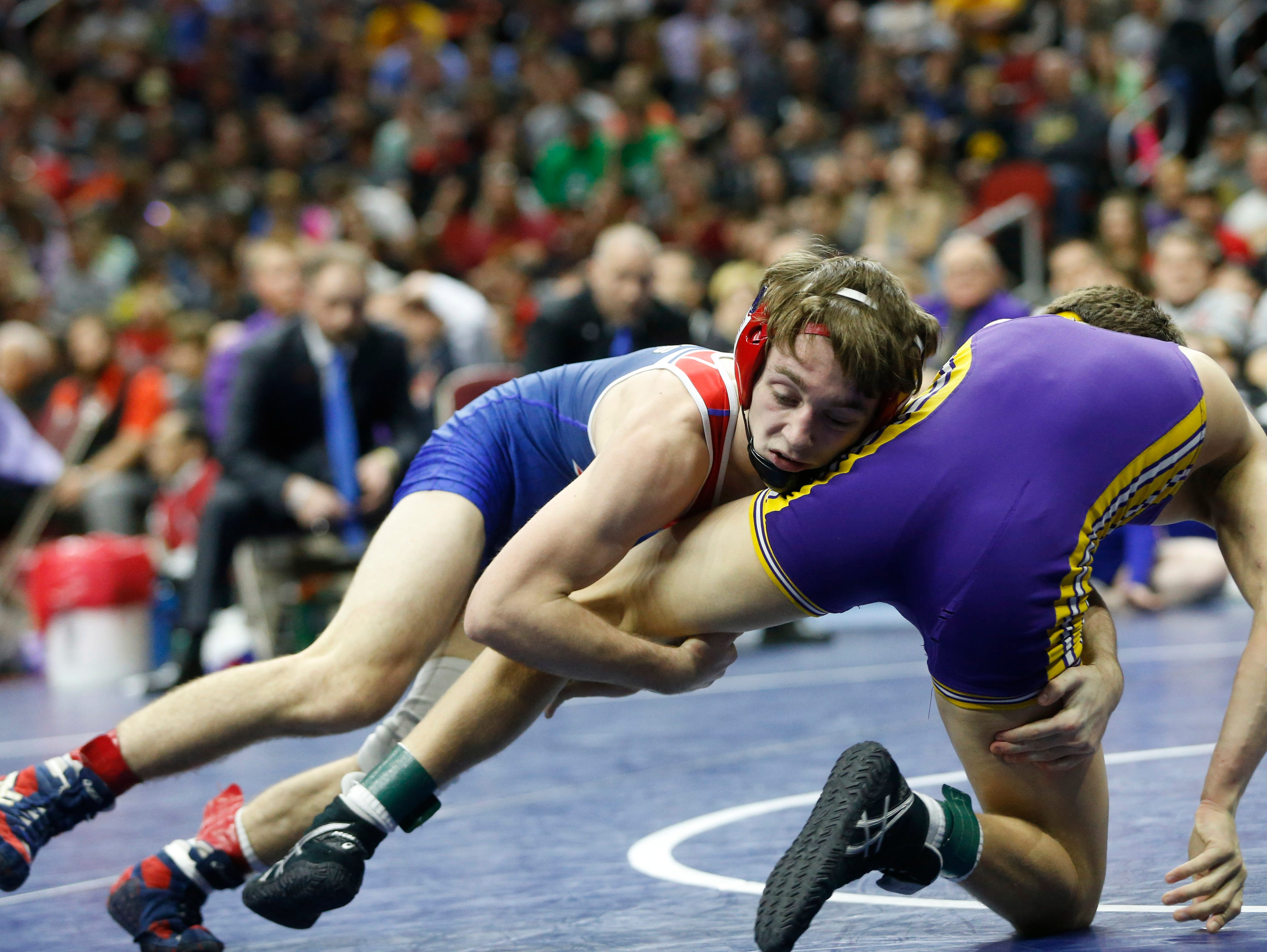 AlbiaÕs Aden Reeves wrestles Webster CityÕs Drake Doolittle in the class 2A, 113-pound title match Saturday, Feb. 18, 2017 in the state wrestling finals at Wells Fargo Arena in Des Moines.