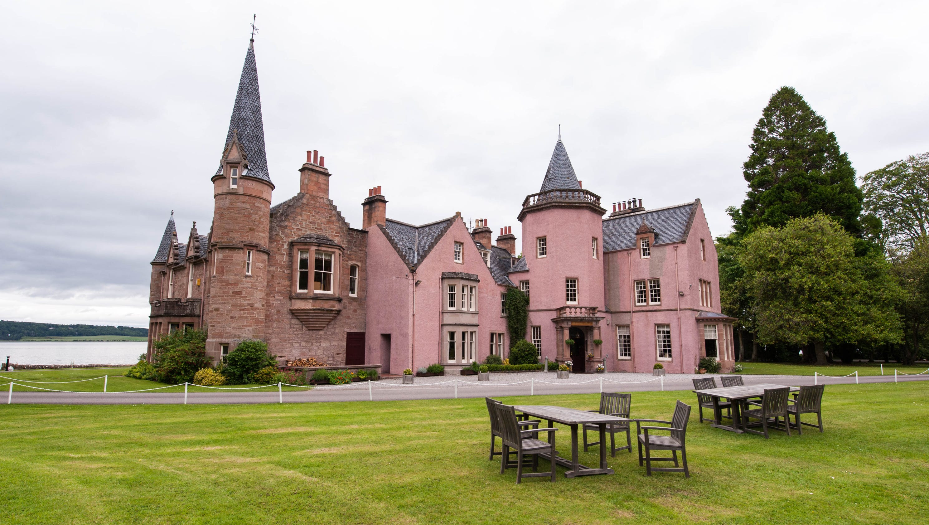 10 of europe 39 s most haunted hotels for Stay in a haunted castle in scotland