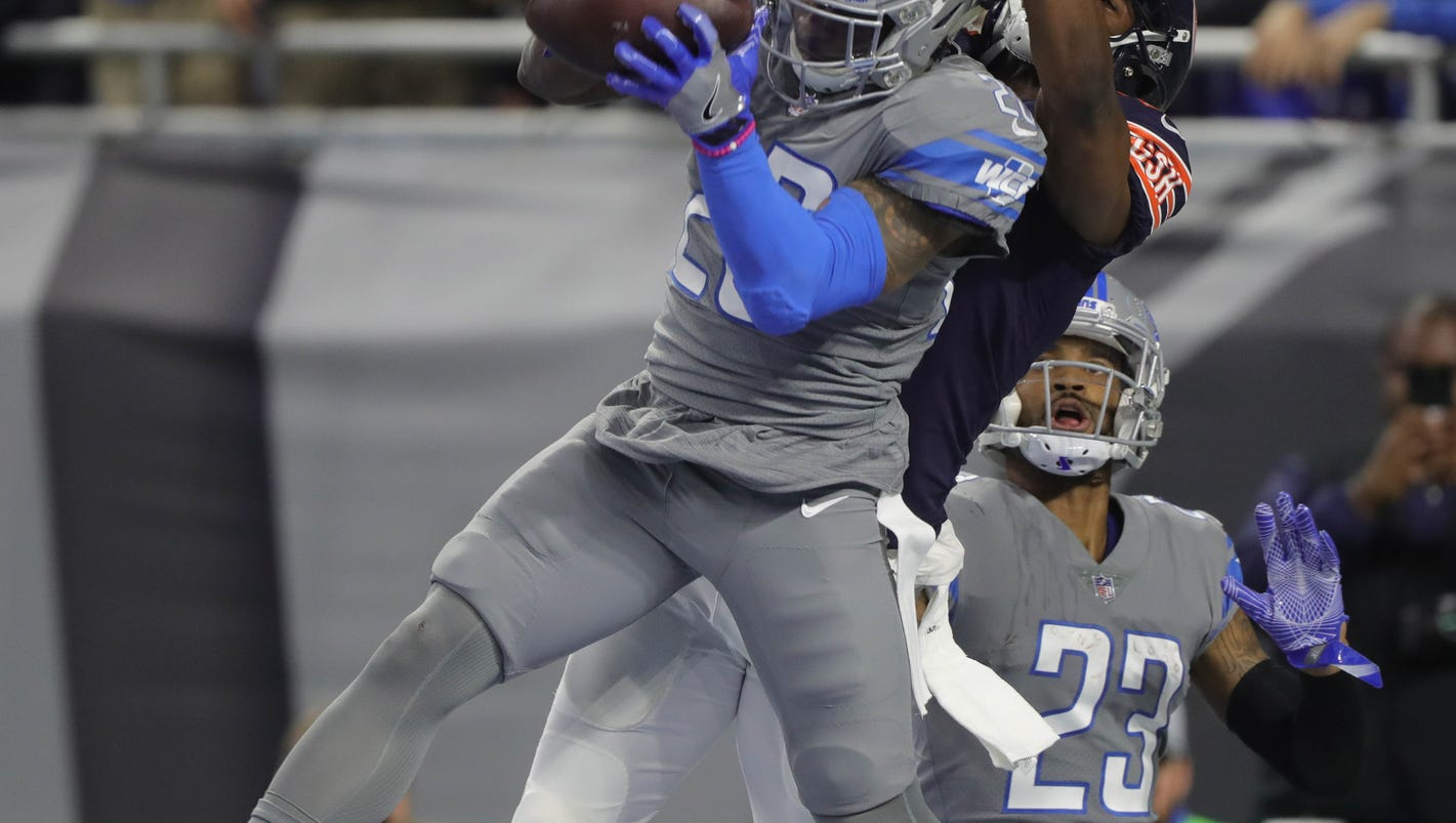 Lions bottle up Bears' offense in 20-10 win to stay in playoff race