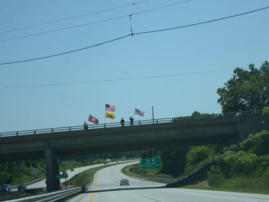 Confederate flag overpass (2)