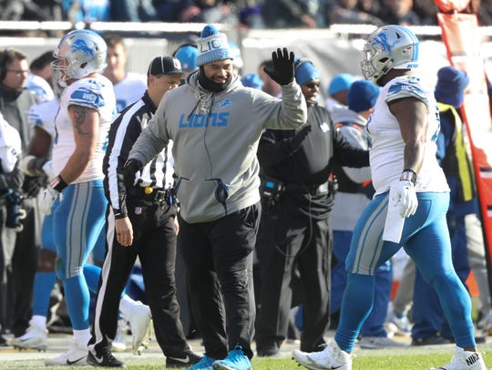 Haloti Ngata on the sideline in third quarter of the Lions' 27-24 win over the Bears, Nov. 19, 2017 at Soldier Field.