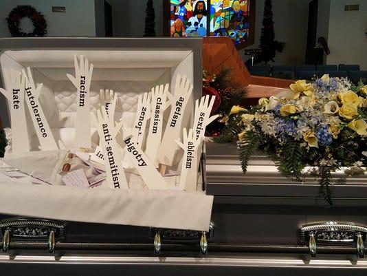 636485370434643879-Open-casket.jpg