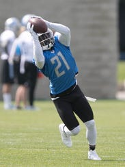 Lions running back Ameer Abdullah goes through drills
