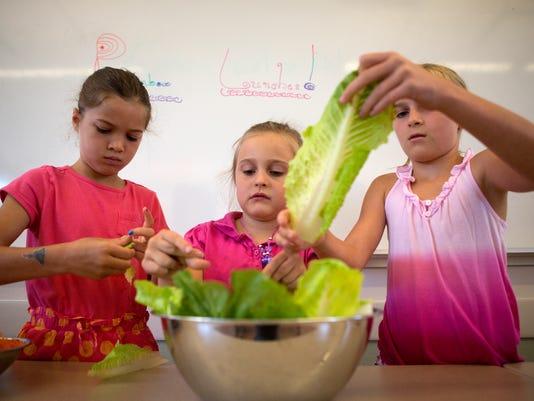 MON kids cooking