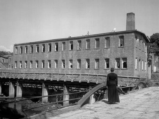 Carrie Mae Weems, Factory from Beacon