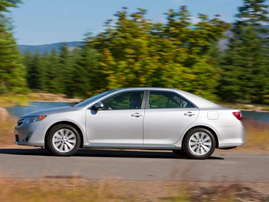 Toyota Camry2012 side view  XLE_06