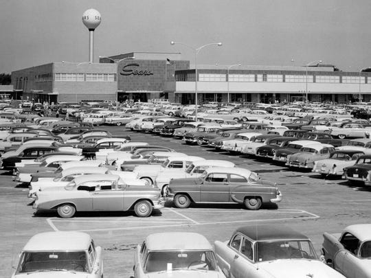 The Lincoln Park Sears, as shown here in 1961