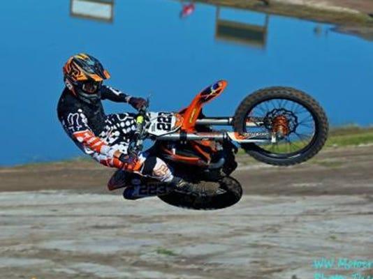 Derek in air