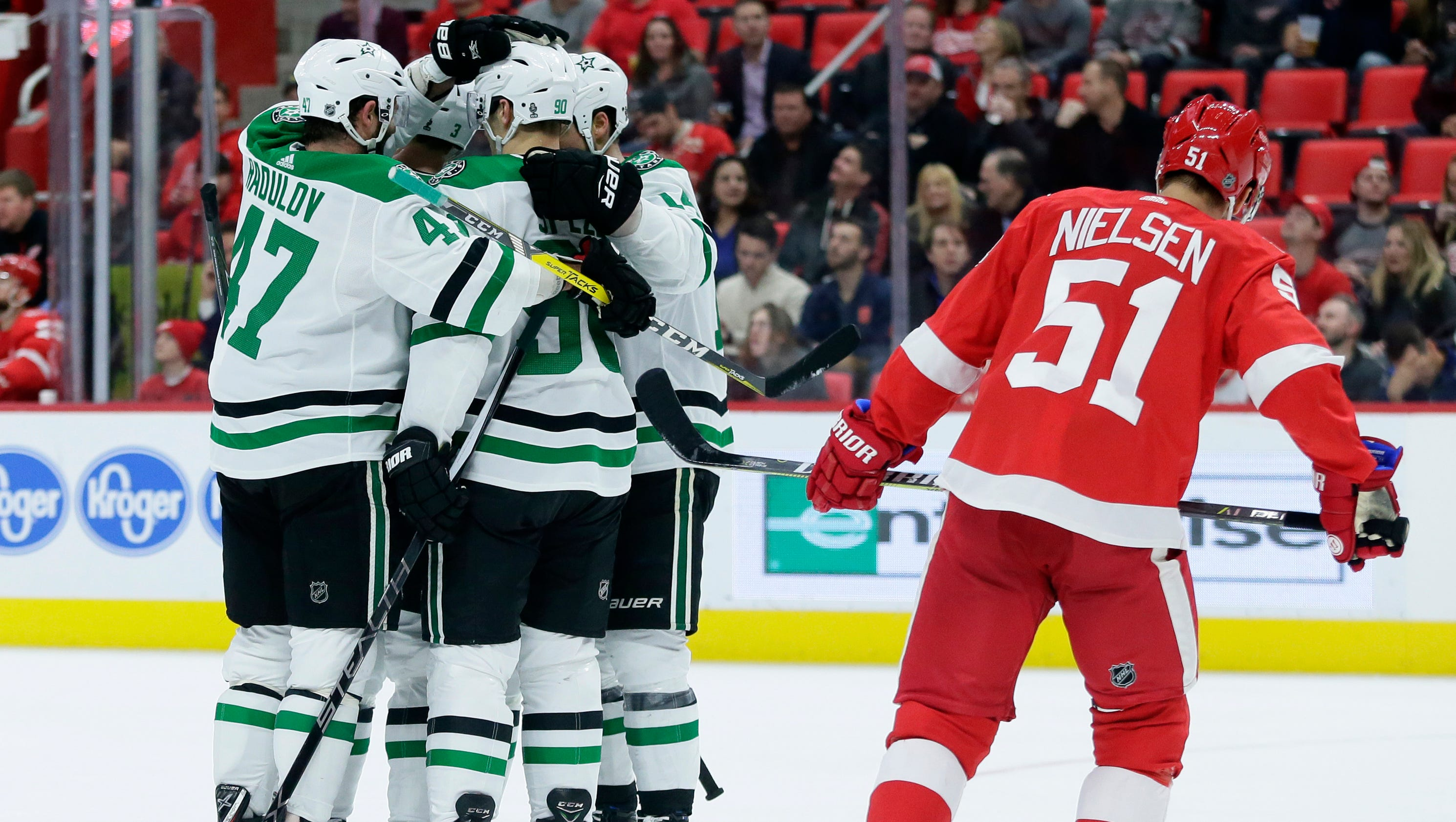 636517394973254691-ap-stars-red-wings-hockey