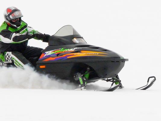 635495972045156410-Snowmobile