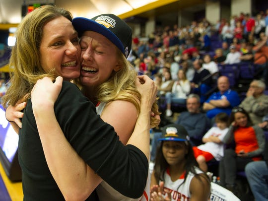 Ensworth head coach Mary Taylor Cowles hugs her daughter