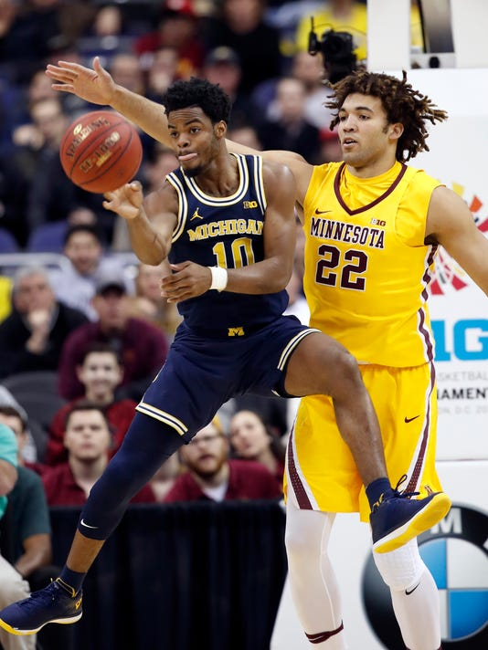 Derrick Walton Jr., Reggie Lynch