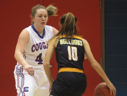 Conner junior Maddie Drummonds keeps a close eye on