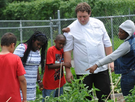 Chef Lou Wilson explains how tomatoes grow in the Neighborhood