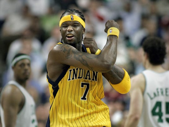 Jermaine O'Neal reacts after a shot against the Celtics