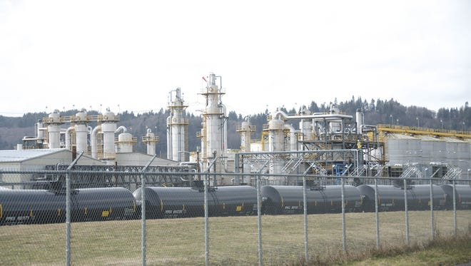 Oregon oil train terminal pays reduced fine for 'serious violation'