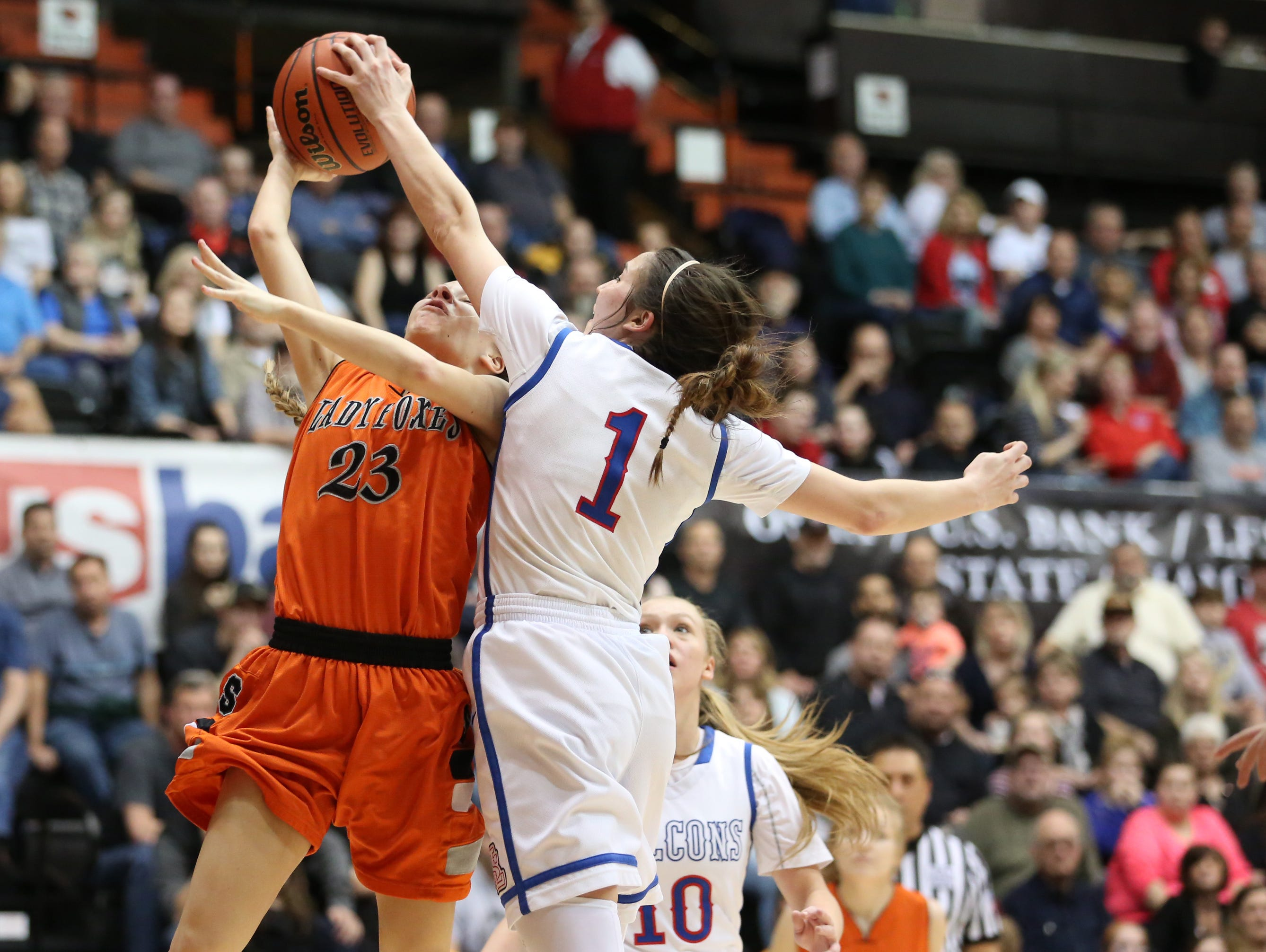 Silverton's Paige Alexander and La Salle's Aleah Goodman battle for the ball as the Foxes fall to La Salle 42-28 in the OSAA Class 5A state championship on Friday, March 10, 2017, at Gill Coliseum in Corvallis.
