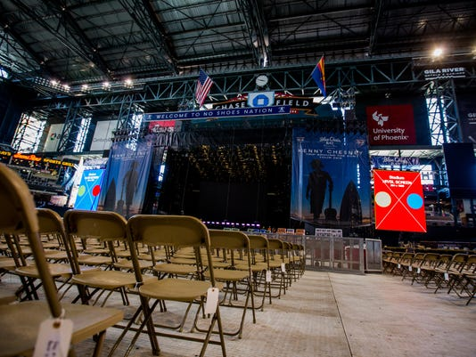 Kenny Chesney - Behind the Scenes Set Up