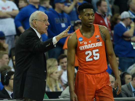 Jim Boeheim talks with Tyus Battle during a break in