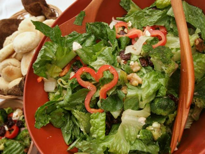 Photo by Arza Barnett            1 Nov. 2006                    Kentucky salad from the Grapevine Pantry, for a Cooks Corner.