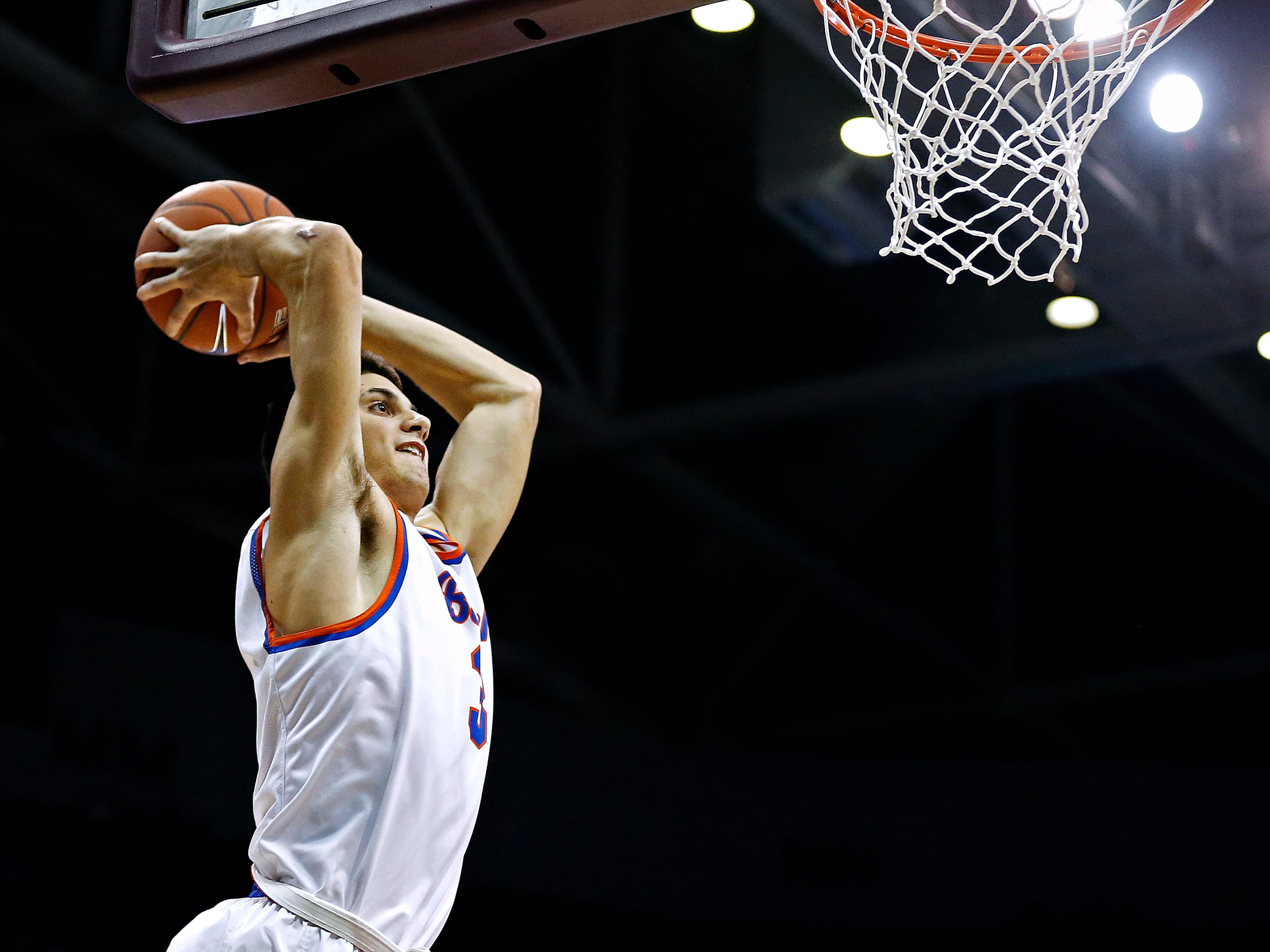 Former Rainier Beach High School guard Sam Cunliffe dunks the ball during the 2015 Tournament of Champions semifinal against Oak Hill Academy at JQH Arena in Springfield, Mo.