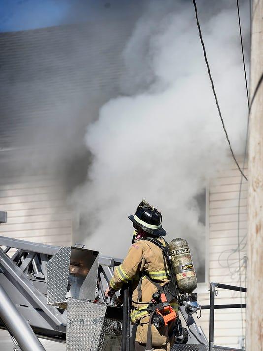 ldn-mkd-101116-house fire-