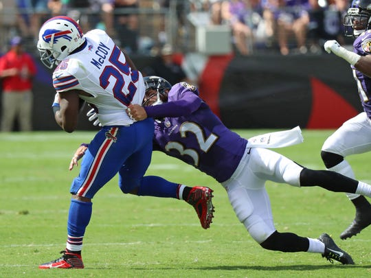 Buffalo Bills running LeSean McCoy (25) carries the ball as Baltimore Ravens safety Eric Weddle (32) tracks him down.