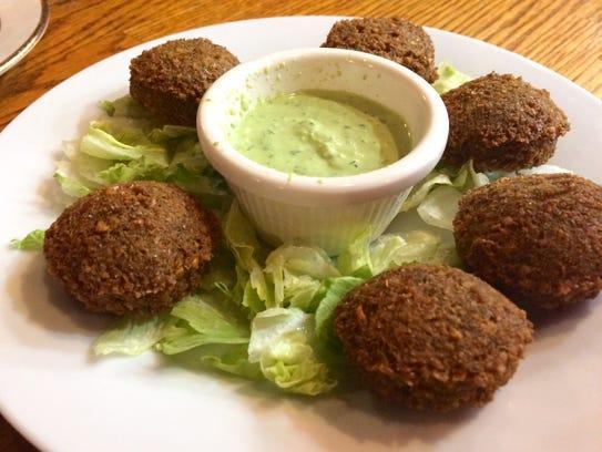 Alshami Restaurant: Falafel with mint-yogurt chutney