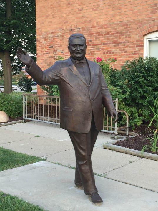 636431367517729795-Orville-Hubbard-statue-90.jpg