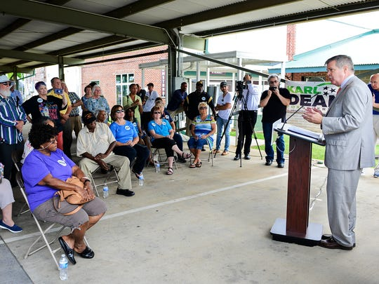 Tennessee democratic gubernatorial candidate Karl Dean speaks to a group of supporters at the West Tennessee Farmer's Market in Jackson, Friday, Aug. 10. Dean was endorsed by former former opponent Craig Fitzhugh.