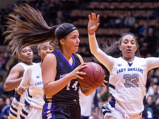 Mission Oak's Kayleigh Lopez looks to pass against