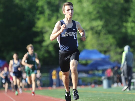Jeremy Bronstein, of Dwight Englewood, runs the 1600