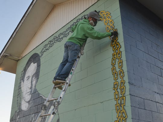Mural artist Bryan Deese adds dimension on the chain