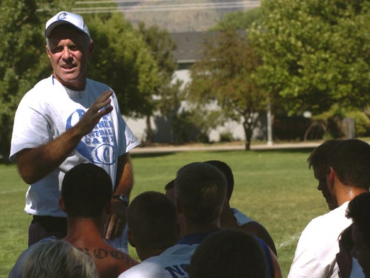 Shane Quilling talks to the Carson football players