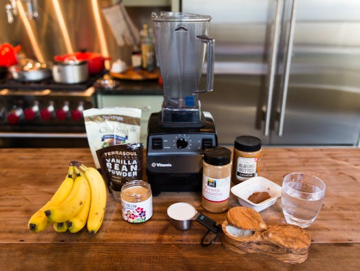 """All the ingredients for the Chocolate Superfood """"Mylk"""""""